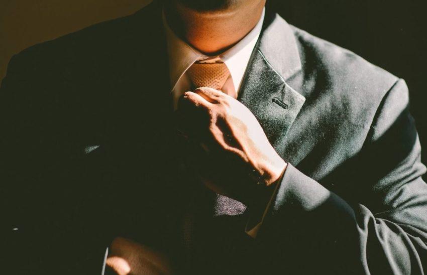 tightening tie